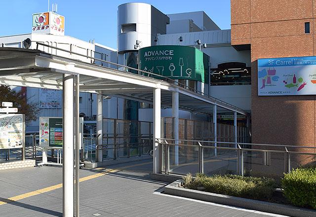 アドバンスねやがわは、京阪寝屋川市駅とペデストリアンデッキで直結されています